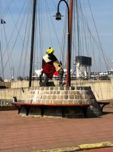 Statue wearing knitwear in Harlingen